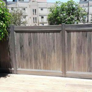 דגם בז – גדר פרטיות – דמוי עץ/צבעוני